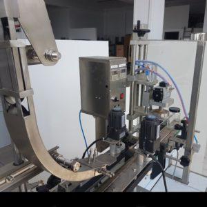 Αυτόματο βιδωτικό μηχάνημα καπακιών γυάλινα βάζα 1