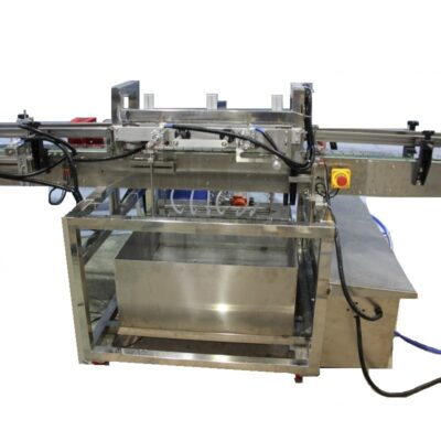 Automatic washing machine for plastic and glass jars and bottles with inversion system.